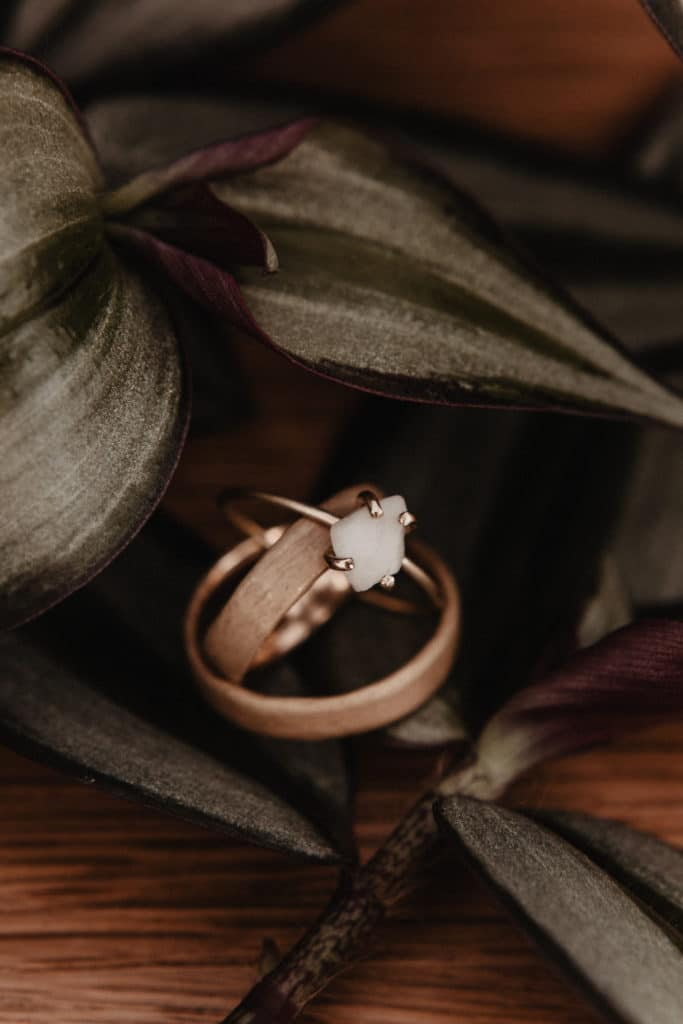 Ring Ehering Verlobungsring Calcit Rau Gold fair trade Altgold nachhaltig heiraten
