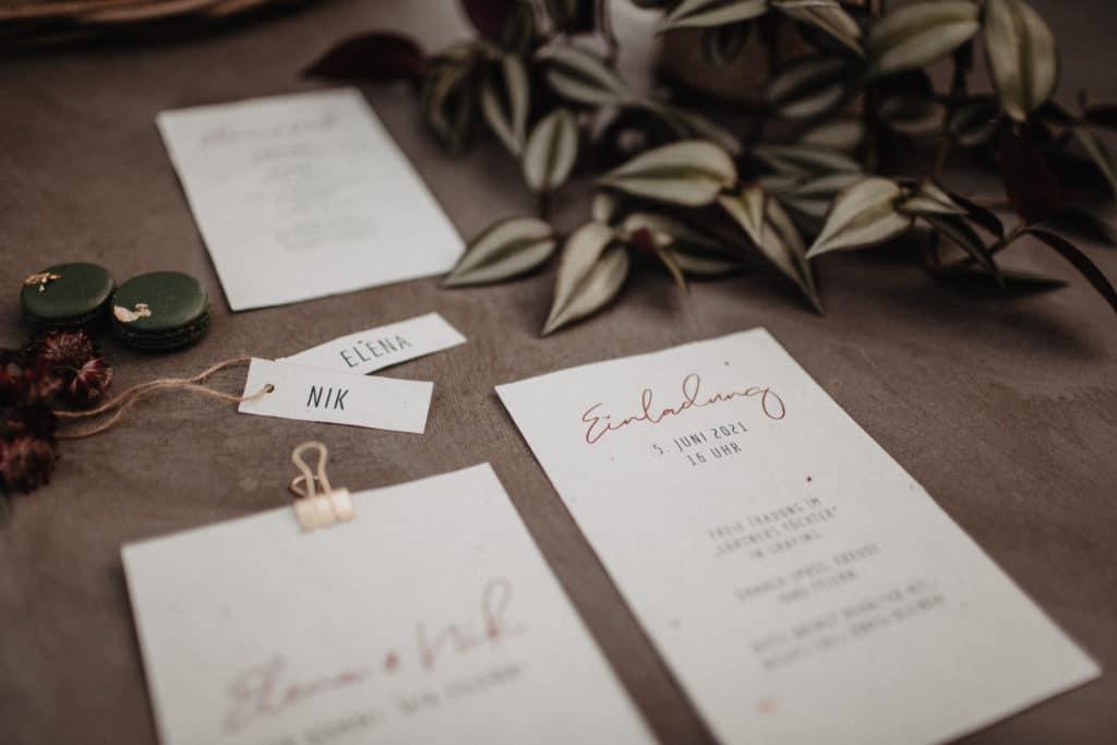 Hochzeitseinladung Getränkekarte Papeterie Einladung Namenskarten Menü Samenpapier Blumen Topfpflanzen Tischdekoration nachhaltig