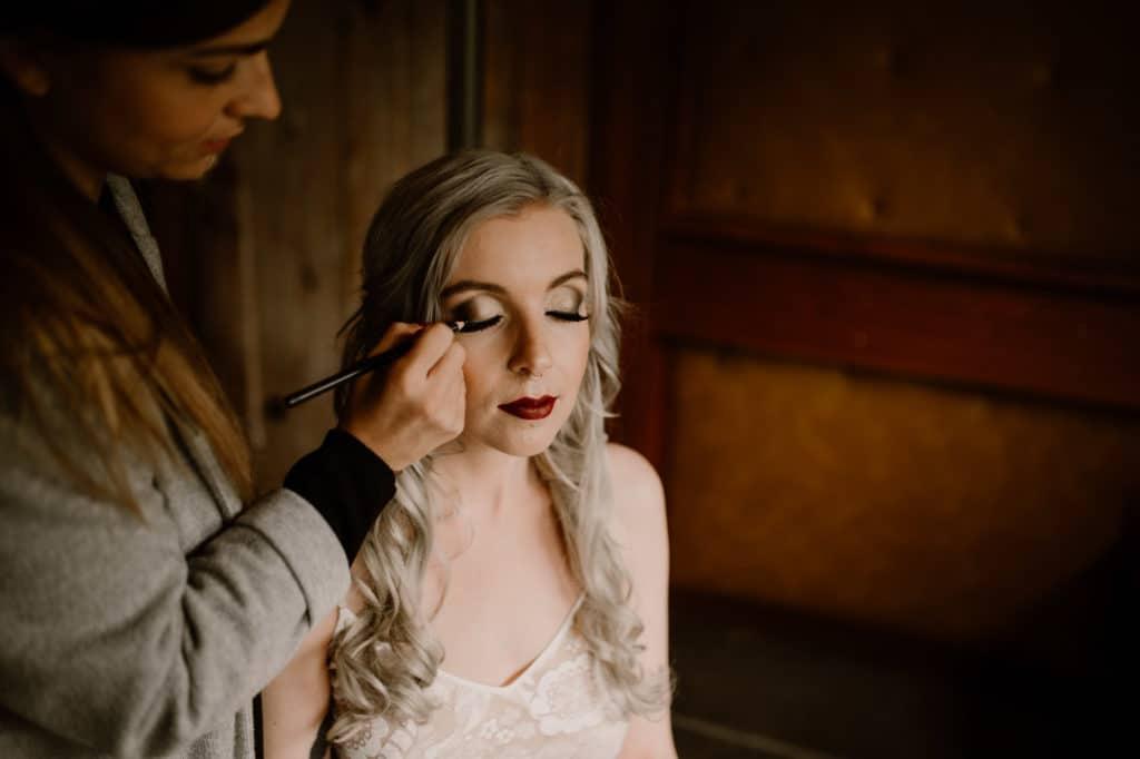 Hochzeitsplaner Mottohochzeit Brautstyling Braut
