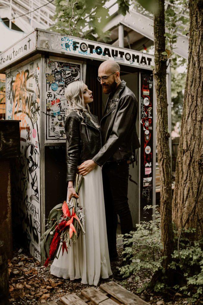 Kuss Brautstyling Brautpaar first look Fotoautomat