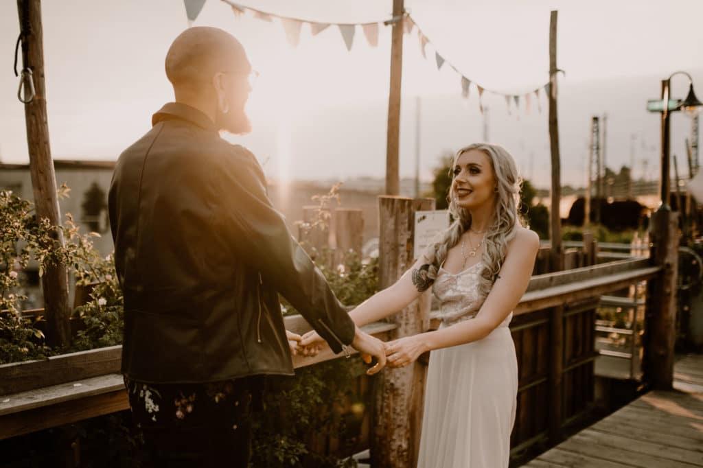 Brautpaar Styled Shoot Alternativ Brautpaar Alte Utting Schiff Sonnenuntergang