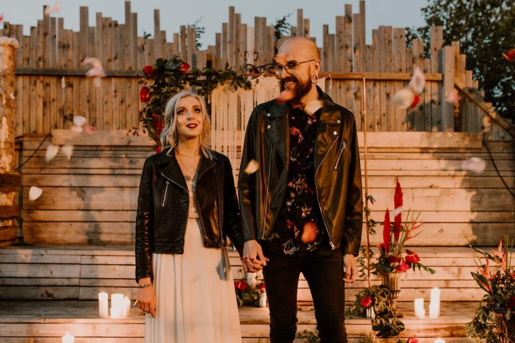 Hochzeitsplaner Mottohochzeit Brautpaar Styled Shoot Grunge Alternativ freie Trauung