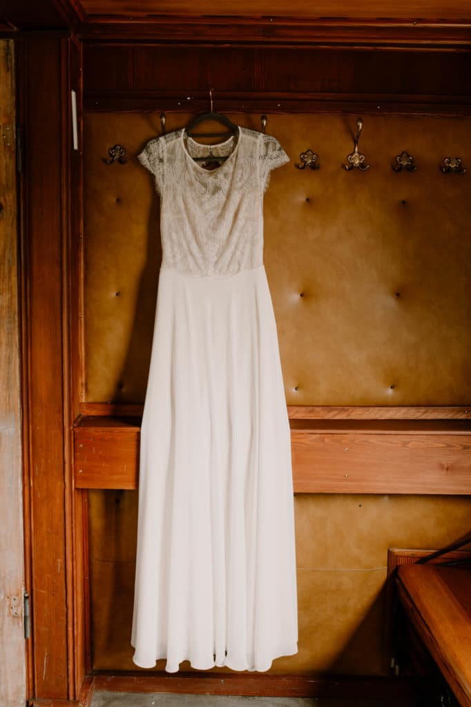 Hochzeitsplaner Mottohochzeit Brautpaar Styled Shoot Hochzeitskleid